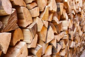 Brennholz und Kaminholz trocken günstig